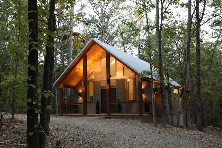 Tranquil Waters Brand New Studio Luxury Cabin