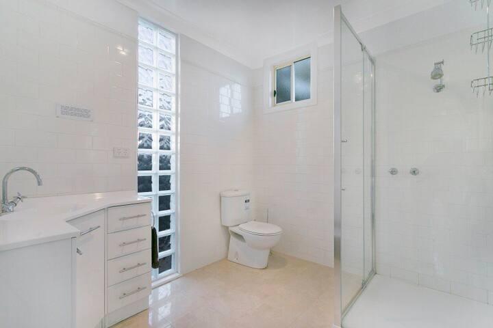 Blue Diamond Luxury Self Contained Studio - Maryborough - Daire