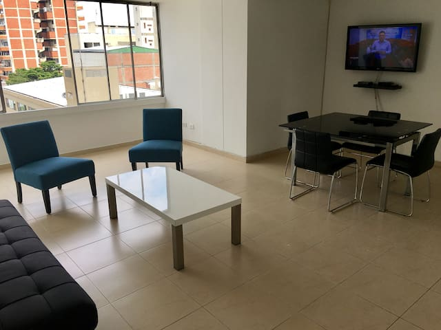Apartamento completo 3 alcobas en plena Zona Rosa - Cali - Apartment