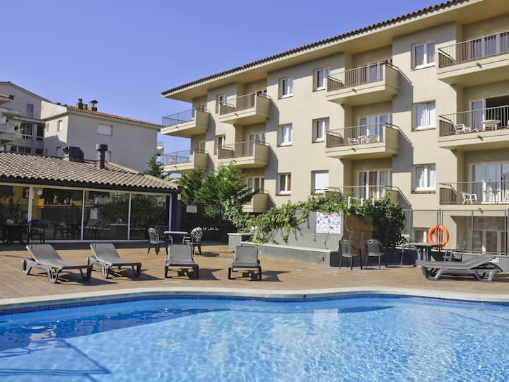Apartments with terrace and communal pool. Ref. Tropik-24