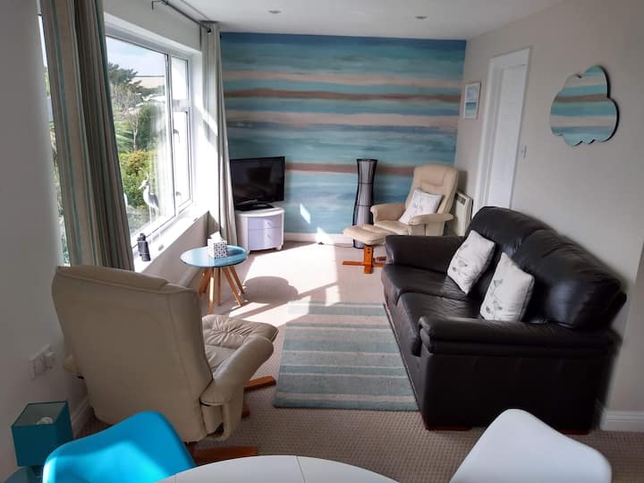 Bude 2 Bedroom Flat: Stunning Views & Tennis Court