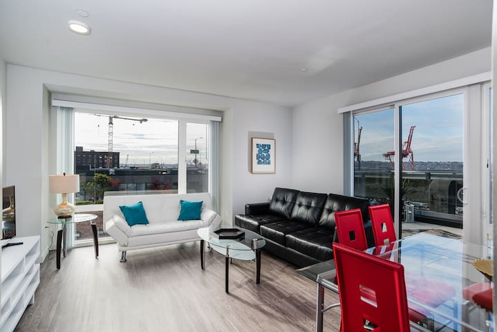 Vacations Rental 1BR on Main in Seattle