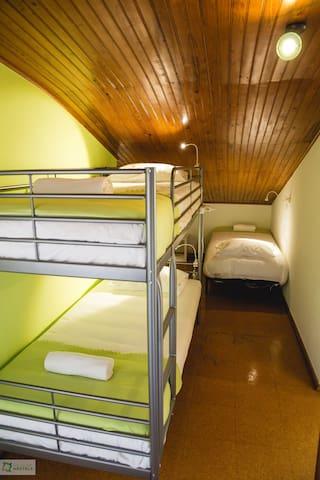 HYH Carcavelos Coast - Dorm (8 pax) B