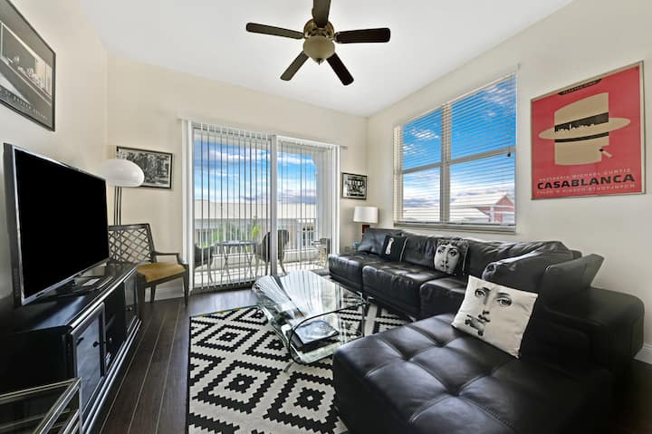 Florida Lantana Penthouse  with Stunning Views!