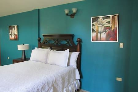 Spacious Apartment! Close to sites & attractions!