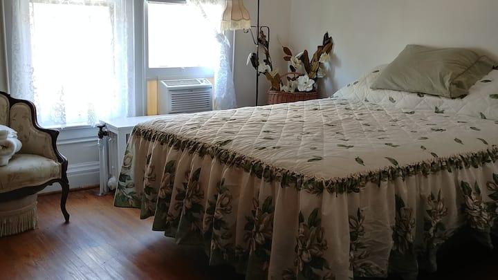 The Grand Bed & Breakfast  (Magnolia Room)