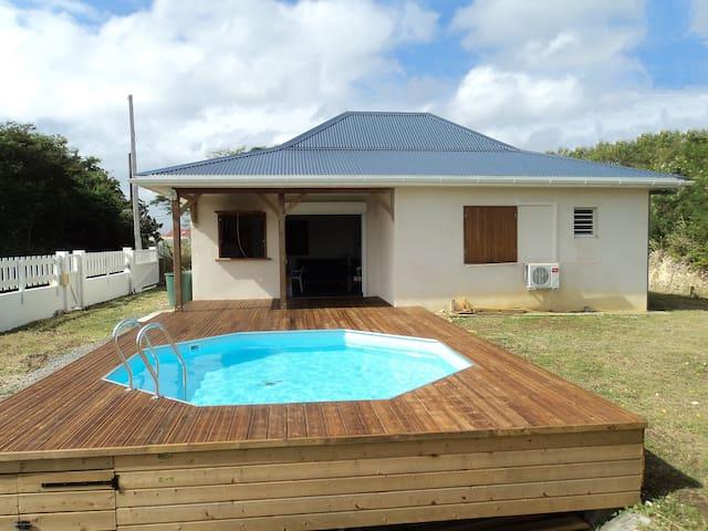 Maison F4 ouverte sur deck-piscine - Port-Louis - Hus
