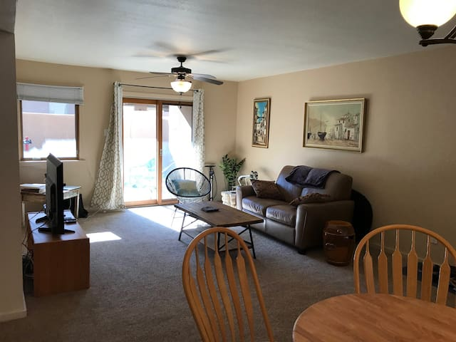 2 Bdrm Santa Fe Condo, 30 to 365 day available !