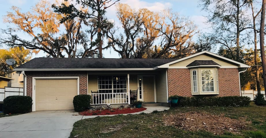 Updated NE Tallahassee Home.  1 mi from I-10