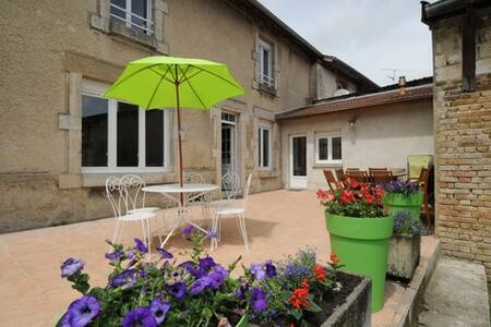 gite chez henriette - Machault - บ้าน