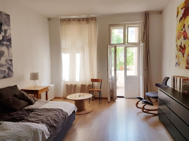 Quiet and large room + balcony in Neukölln-Rixdorf