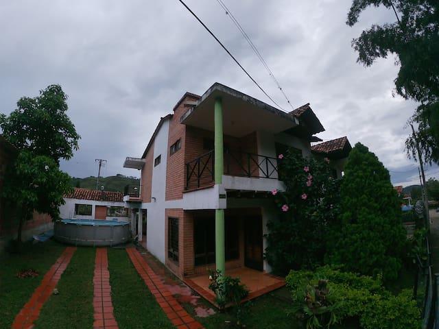 Cabaña sencilla para 14 personas a 40min de Cúcuta