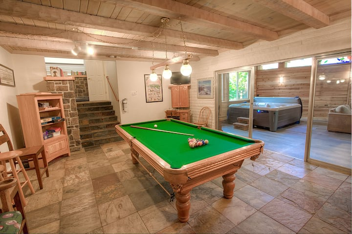 Large Home w/Pool Table, Hot Tub, BBQ, Fenced Yard, Fireplace (NVH1257)