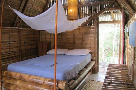 Quiet Couple's Retreat*Mudhouse Bungalows