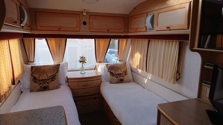 Cosy Caravan with toilet, shower and kitchen :)