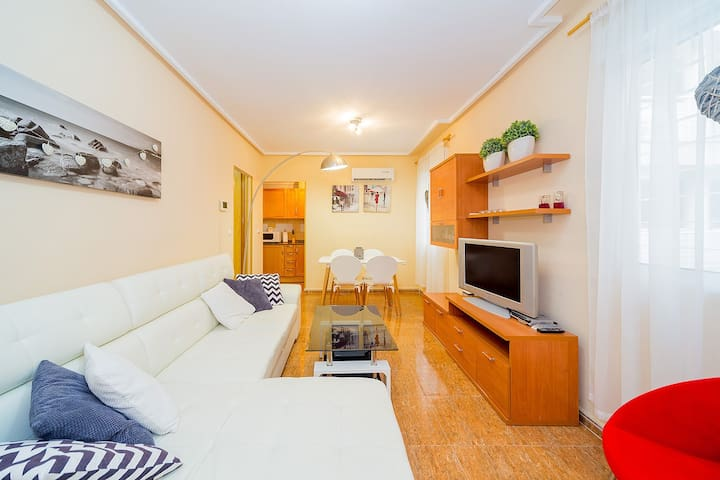 For rent a one bedroom apartment within walking distance to the famous