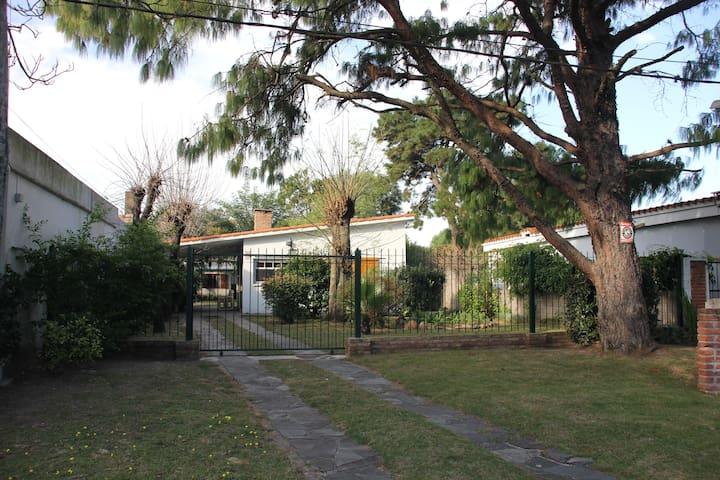 Casa en Playa Costa Azul, Canelones - Costa Azul - House
