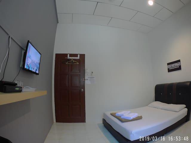 Budget Double Room Free Wifi
