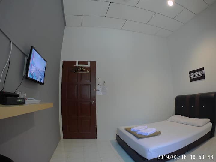 Budget Double Room Free Wifi at Sura Beach