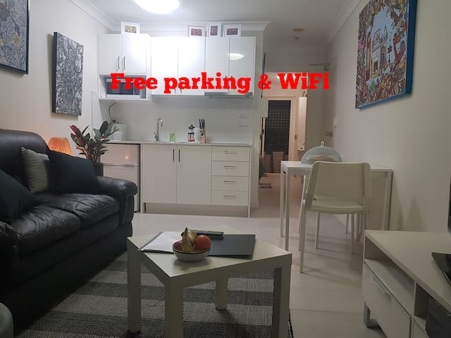 South Brisbane Oasis with free parking & WiFi