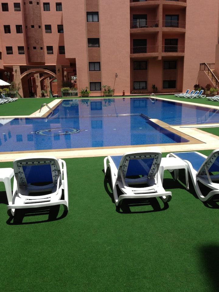 Très grand appartement, vue sur piscine/wifi fibre