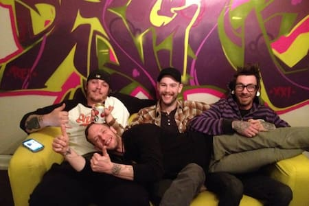 Creative Cool Priv Apt in Music Studio! - Baltimore