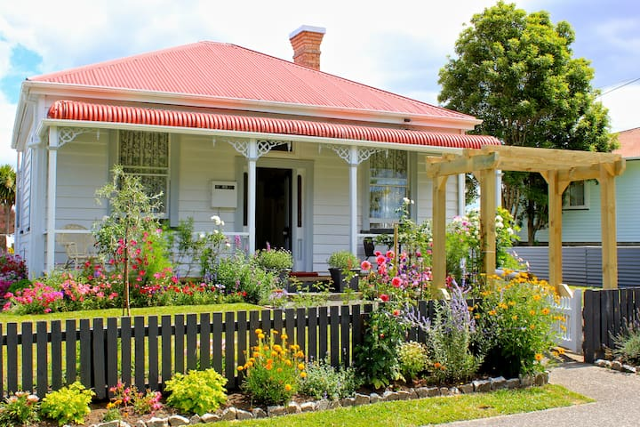 Lavender & Lace - a 1900's Cottage - Waihi - House