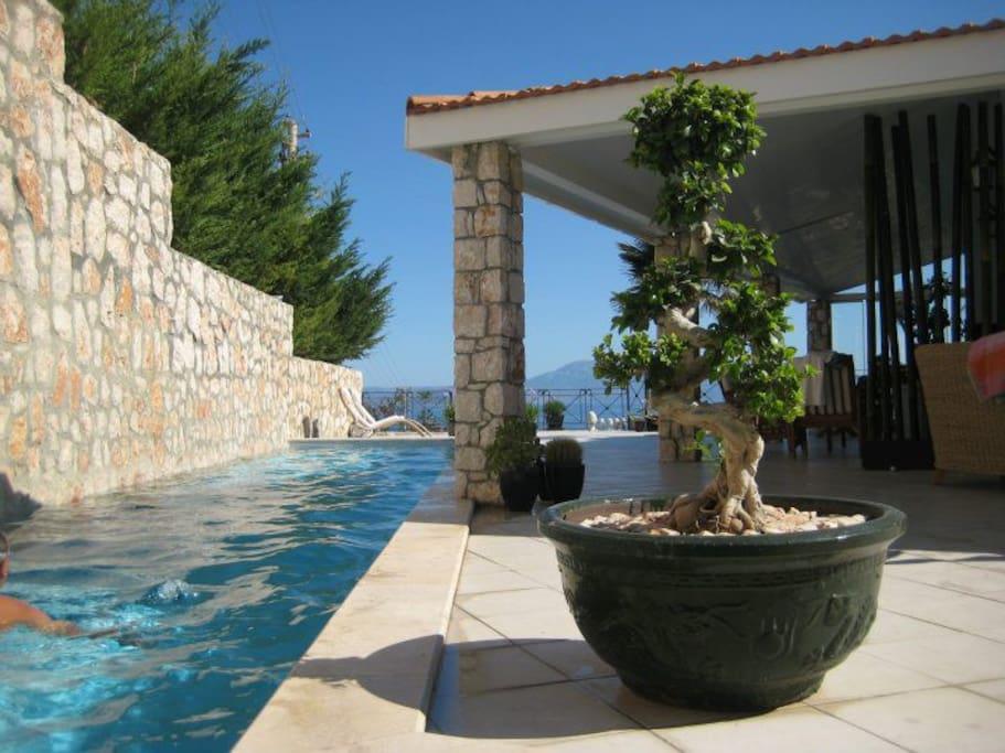langer 15 m Pool auf der oberen Etage; üst bölümde 15 m havuz sizi bekliyor
