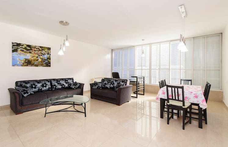2BR spaceous fully furnished apt. - Ra'anana - Apartamento