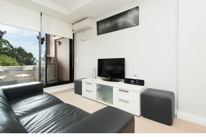 Secure, quiet & modern apartment - Cremorne