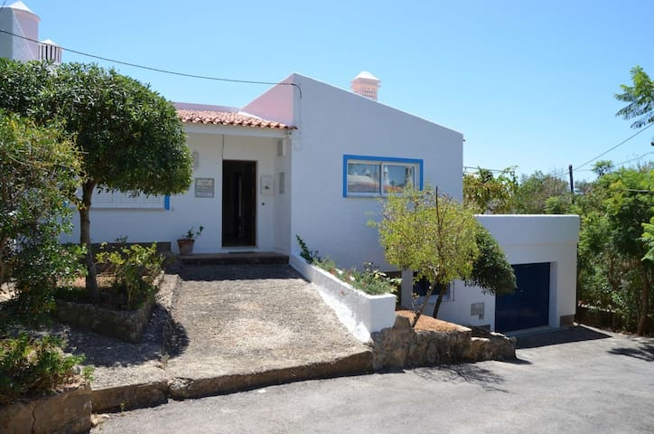 traditional house - prime location - Carvoeiro - Huis