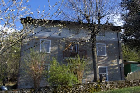 Splendido B&B immerso nelle colline - Vernasca - Bed & Breakfast