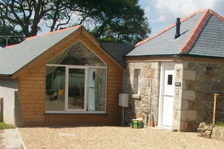 A delightful, detached stone barn in West Cornwall - Goldsithney - บ้าน