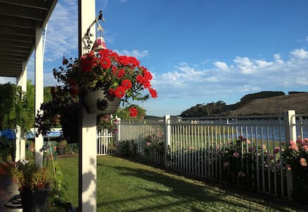 Romantic Nest  by Hopkins River - Warrnambool - Talo