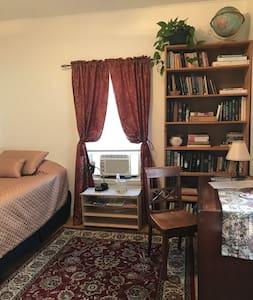 Cambridge Cottage - Library Room