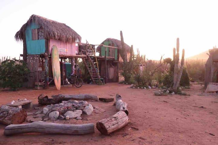 Rustic bungalove cabin / cabañita en el desierto
