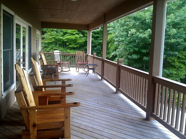 Guest Bedroom#1 opens to 60' Porch Mt View