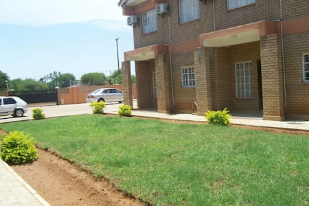 Furnished Townhouses -Self Catering - Gaborone - Apartamento