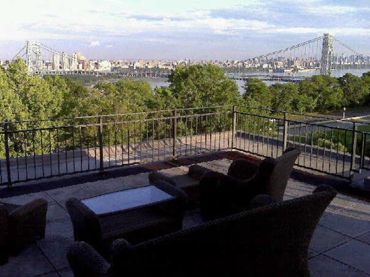 Penthouse w/ view (rent-a-room)!