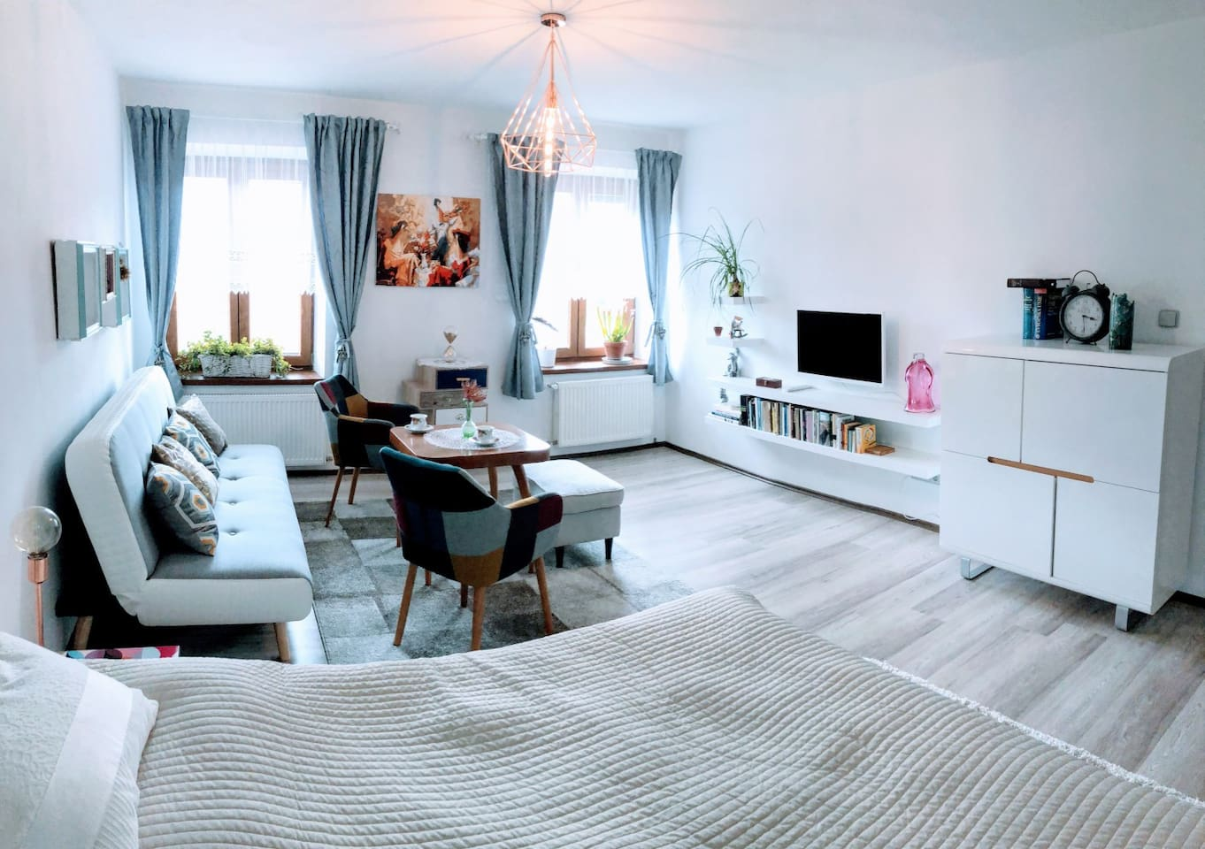 Apartment Libuse, main room with TV, sofa and comfortable double bed