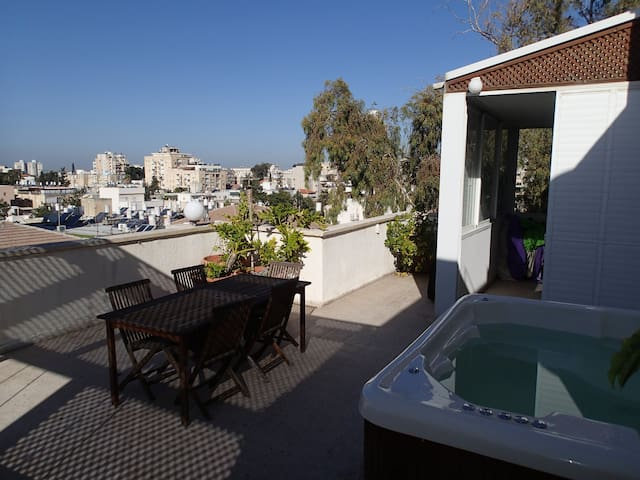 Large 4BR Penthouse with Extras... - Rehovot - Daire