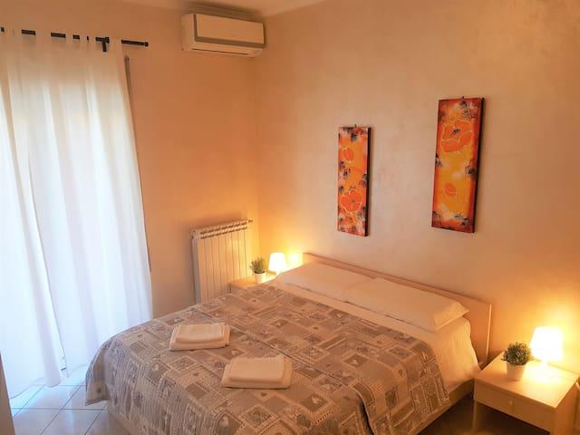 Camera matrimoniale con il bagno privato e WiFi