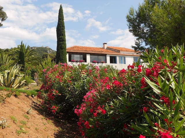 MEDITERRANEAN VILLA near MOUNTAINS & SEA - Figari - Villa