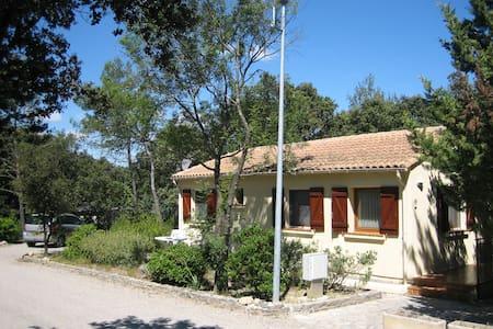 Heerlijk huisje op Parc Le Duc  - Vacquières