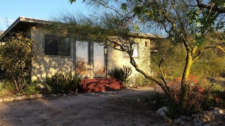 Casita Verde -   Catalina Hummingbird Garden Oasis