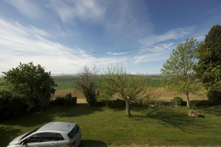 Maison de famille. Vue sur Pyrénées - Peyrouzet - Dům
