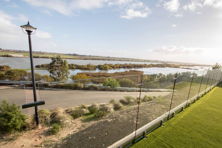 'Serenity' and sweeping Murray River views