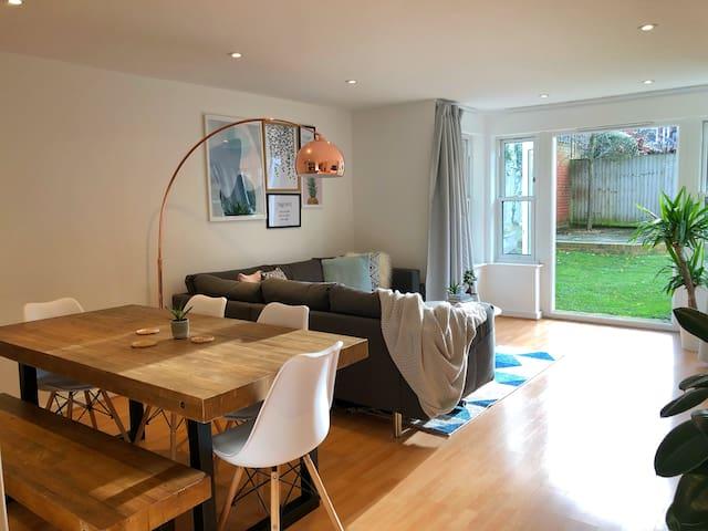 Stylish garden apartment in Clapham Common