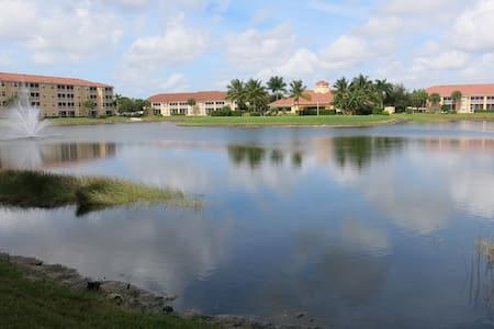 Gated Condo - Near Coconut Point - Estero - Appartement