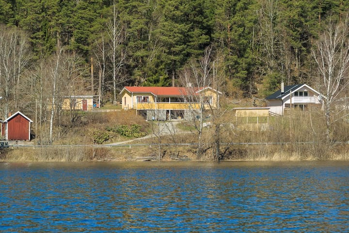 House near the water - Hjorted - Hus